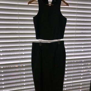 Lulu's Dresses - Lulus Two piece crop caged top w midis skirt.